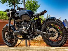 This is a custom motorcycle made by Fran Manen (Lord Drake Kustoms) based on a BMW and in a Cafe Racer and Scrambler style. Custom Bmw, Bmw Cafe Racer, Scrambler, Drake, Boxer, Lord, Motorcycle, Style, Motorbikes