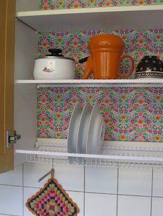 Meni just niin kuin Strömsössä: Uusi iloinen tiskikaappi Kitchen Decor, Shelves, Tableware, Home Decor, Shelving, Dinnerware, Decoration Home, Room Decor, Tablewares