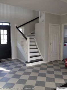 New England husbygge - Hemma hos cafyr New England Hus, New England Style, Checkered Floors, Entry Hallway, House Stairs, Swedish Design, Home Additions, Staircase Design, Scandinavian Home