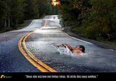 """""""Deus não escreve em linhas retas. Vá atrás dos seus sonhos."""""""