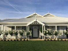 This is the one- Grey weatherboard house colours: surfmist roof,gutter, fascia; Grey Exterior, Exterior House Colors, Exterior Design, Exterior Paint, Weatherboard House, Facade House, House Facades, House Exteriors, Front Yard Design