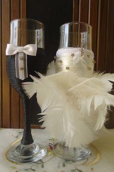 Taças decoradas Noivinhos. Lindas e pode ser feita da cor desejada.  O valor é para as duas taças.