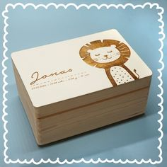 Wood Crafts, Diy And Crafts, Personalised Memory Box, Baby Staff, Baby Memories, Kids Storage, Wood Toys, Keepsake Boxes, Wooden Boxes