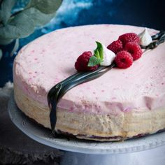 Lakrits- och hallon cheesecake - Recept - Tasteline.com
