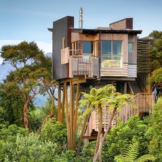 Ten of The Worlds Most Beautiful Tree House Restaurants Beautiful Tree Houses, Cool Tree Houses, African Hut, Extravagant Homes, Building A Treehouse, Diy Playhouse, Tree House Designs, House Restaurant, Restaurant Design