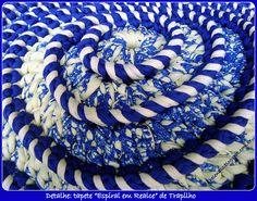 """Tapete """"Espiral em Realce"""" de Trapilho ou Fio de Malha (Crochet Rag Rug)"""