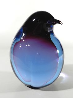 Glass penguin Penguin Party, Penguin Love, Cute Penguins, Penguin World, Glass Figurines, Glass Animals, All Things Purple, Beautiful Birds, Glass Art