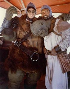 Star Wars - Gamorrean guard and Klaatu. The Abbot and Costello of the Hutts. Star Wars I, Episode Iv, Star Wars Pictures, Carrie Fisher, A New Hope, Love Stars, Scene Photo, Star Wars Episodes, Behind The Scenes