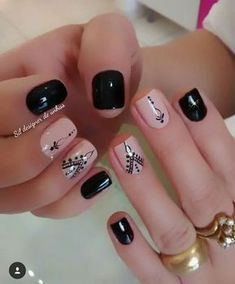 Top CASA 201832 Easy Nail Art Hack For Perfect Manicure By applying a single coat, you will have a hard time making a dirty mess. Love Nails, How To Do Nails, Pretty Nails, Fun Nails, Short Nail Designs, Nail Art Designs, Nagel Gel, Stylish Nails, Short Nails