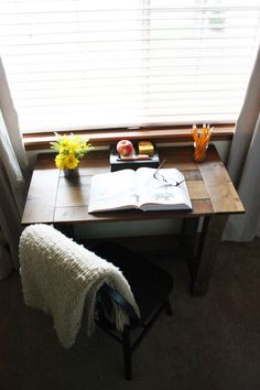 DIY Farmhouse Desk! Beautiful desk with faux aging and stain applied! In love with this! #DIY #Furniture