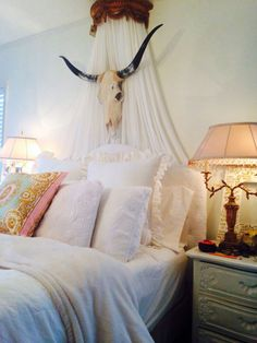 6 DIY western headboard ideas or alternatives to headboards. Try hanging rugs, skulls or a mix of rustic materials to decorate your bedroom.