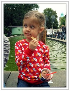 Adorable girl with cute shirt made from #Glücksklee jersey by @maedchenkram