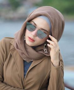 Top 20 Busty Teenage Girls with Sunglasses Wallpapers Hijab Fashion Summer, Modern Hijab Fashion, Hijab Turban Style, Hijab Outfit, Stylish Hijab, Hijab Chic, Hijabi Girl, Girl Hijab, Hijab Dp