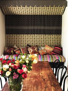 Mixing prints - Colorful - Farmhouse table