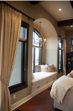 Window seat with a chandelier! I've always wanted a window seat/reading nook in my bedroom Traditional Family Rooms, Family Room Design, Suites, Home Bedroom, Master Bedroom, Bedroom Nook, Dream Bedroom, Pretty Bedroom, Bedroom Setup