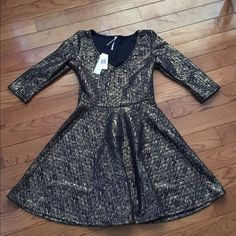 Brand New/Never worn party dress Very chic gold/navy party dress. Size XS but will fit size small as well. Dresses Mini