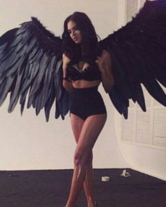Angel Costumes and DIY Ideas 2017 - - Halloween is synonymous with ghosts and devils. Why not add a little touch of the ethereal with a fun angel costume this year? There are a wide variety of angel costumes available now, with various…. Costumes Sexy Halloween, Couples Halloween, Halloween Inspo, Halloween Looks, Halloween Wings, Black Angel Halloween Costume, Unique Costumes, Dark Costumes, Funny Halloween