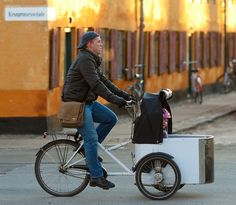 Copenhagen cycle chic - dadda and toddler