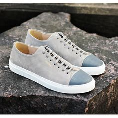 Axel Arigato grey low sneaker with a classic design, handcrafted with premium Italian materials. #axelarigato