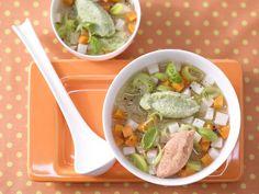 Gemüsesuppe mit Grießnocken - 1 Erw. und 1 Kind (1–6 Jahre) - smarter - Kalorien: 508 Kcal - Zeit: 30 Min. | eatsmarter.de Nicht nur für Kinder ein Genuss.