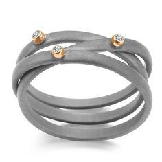 Jacek Byczewski, pierścionek, stal, złoto. #jewelery #handmade #polishdesign #design #ring   www.galeriayes.pl