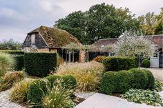 Chris Moss' garden around a century farmhouse in West Sussex Plant Design, Garden Design, Life Is Beautiful, Beautiful Gardens, Chris Moss, Exterior Design, Interior And Exterior, Moss Garden, Garden Farm