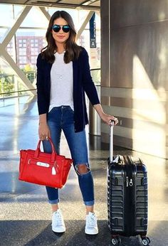 Outfits with jeans ▷ Outfits Casuales con Jeans que te Encantarán ▷ Casual Outfits mit Jeans, die du lieben wirst Outfit Jeans, How To Wear White Jeans, Look Fashion, Fashion Outfits, Spring Fashion, Fashion Beauty, Womens Fashion, Fashion Trends, White Sneakers Outfit