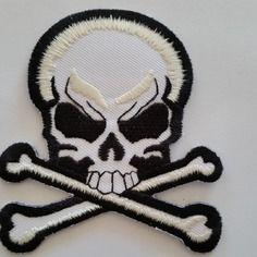 1 applique thermocollant tissu brodé tête de mort skull   7 cm   appret bijou
