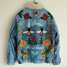 might be goes well with the bershka 01 Gucci Embroidered Jeans, Demin Jacket, Denim Jacket Patches, Painted Denim Jacket, Denim Art, Painted Clothes, Denim Fashion, Diy Clothes, Beautiful Outfits