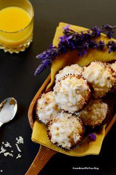 Muffins de Manga com Coco - um café da manhã ou lanche fácil de transportar para a escola e trabalho.  From Brazil To You