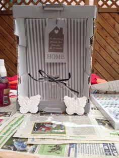 Meine erste selbstgemachte Dekoration für den Eingang,hergestellt aus einem Obstkiste aus Pappe
