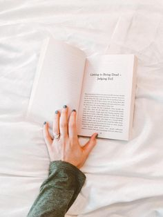 There is enormous power in nailing your morning routine as well as outlining unproductive habits that can hinder your productivity and achievement level. Healthy Morning Routine, Morning Habits, Morning Routines, Writing A Book, Writing Tips, Start Writing, Creative Writing, Roman, Physical Stress