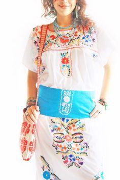 """Mexican Embroidered Dress - -  les broderies mexicaines c'est comme la """"blouse Roumaine"""" : un """"classique de l'ethnique"""" !!"""