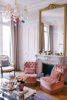 Parisian Chic Decor Ideas For Your Apartment - The Mood Palette - Parisian Decor is the epitome of elegant interior design. It's simple yet chic. It adds personali - Le Living, Living Spaces, French Living Rooms, Parisian Chic Decor, Parisian Style, Chic Apartment Decor, Paris Apartment Interiors, Apartment Layout, Hotel Interiors