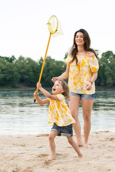 Matching mommy and daughter outfits.. the Same blouse for Mom and child - Yellow la playa blouse - Set of loose beach blouses comfortable with variable neckline www.theSame.eu