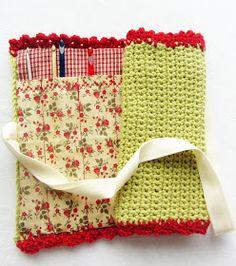 Le petit monde de minouchette: Pochette aux crochets