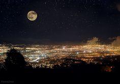 San José de noche.  Costa Rica
