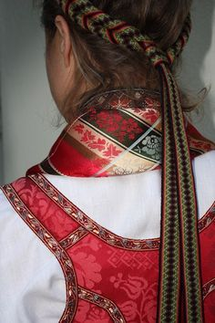 1Beltestakk Folk Costume, Costumes, Hair Combs, Weaving Patterns, Traditional Dresses, Textile Art, Jr, Frozen, Arts And Crafts