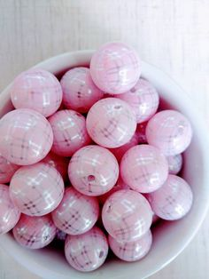Check out this item in my Etsy shop https://www.etsy.com/listing/489593518/20mm-pink-silver-gingham-bubblegum-beads
