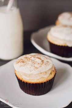 Cinnamon Roll Cupcakes with Coffee Icing and Cream Cheese Frosting - Bakingdom