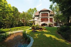 Shanghai Restaurants: Heritage Buildings and Culinary Buzz at Sinan Mansions  http://www.destinasian.com/countries/east-southeast-asia/china/shanghai/sinan-mansions-in-french-concession/