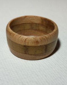 Anneau de bois brut, composé de hêtre et de teck.     Produit uniquement sur commande, confectionné à votre taille.  N'hésitez pas à nous contacter pour plus de précision.