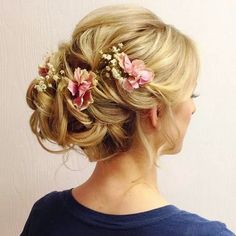 These hairstyles seem like they came out of a historical period film. Gorgeous and elegant! Please enjoy our gallery and the video tu...