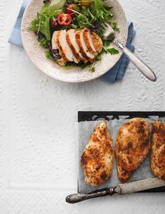 Broilerinfileet uunissa on helppoa arkiruokaa. Broilerinfileet kypsyvät uunissa meheviksi ja maukkaiksi. Hyödynnä tähteet salaattiin tai risottoon. Chimichurri, Camembert Cheese, Risotto, Good Food, Dairy, Meat, Chicken, Anna, Lovers