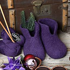 Strikkede filtede hjemmesko Knitting Patterns Free, Free Knitting, Baby Knitting, Free Pattern, Crochet Socks, Knitting Socks, Knit Crochet, Chrochet, Felt Shoes