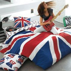 Union Jack bedsheets...some days i like to pretend im a rock star, so maybe i really need these!