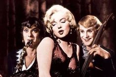 """Tony Curtis as Josephine, Marilyn Monroe as Sugar & Jack Lemmon as Daphne In """"Some Like It Hot"""" 1959"""