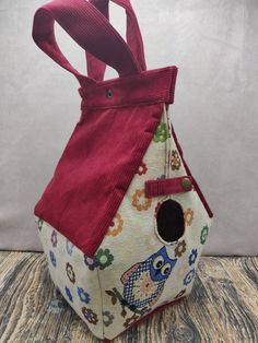 Uilen thema Birdhouse Bag voor breiers of hakers, Vogelhuis Breitas/projecttas, helemaal gevoerd by FiberRachel on Etsy Yarn Bowl, Knitted Bags, Birdhouse, Printing On Fabric, My Design, Reusable Tote Bags, Shapes, Knitting, Crochet