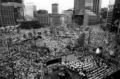 The Orchestra performed for the first time at Cleveland's Public Square on July 3, 1990. The Cleveland Orchestra Chorus joined forces with conductor Jahja Ling and the Orchestra for this celebration concert commemorating the 214th birthday of the USA and the 60th Anniversary of the Terminal Tower.