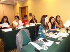 Los asistentes al final del curso compararon ideas y opiniones.